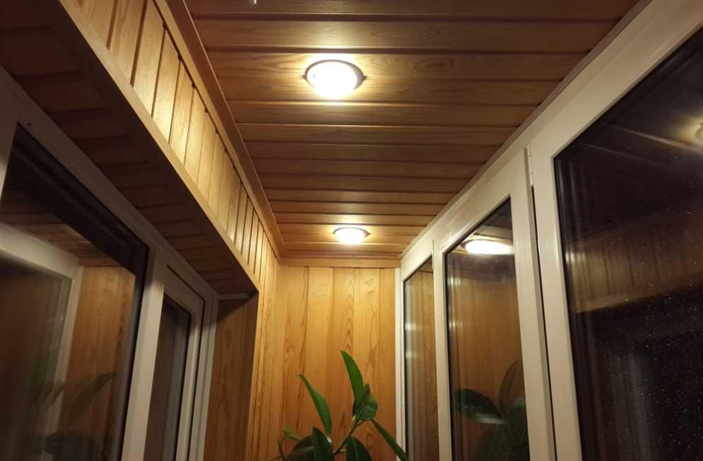 Светильники на балконе или лоджии